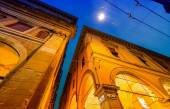 Photo Ancient medieval buildings of Piazza Maggiore at night, Bologna