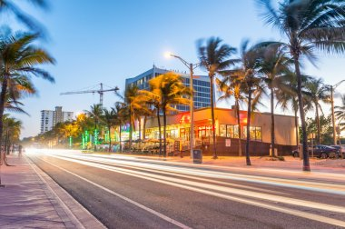 Amazing night view of Fort Lauderdale avenue near the sea