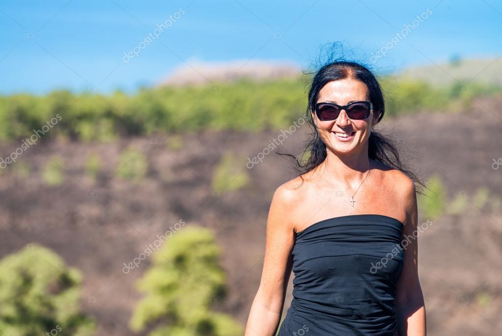 Happy woman smiling to outdoor life, mountain scenario