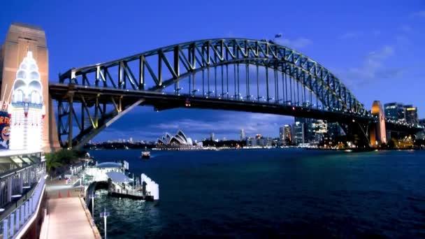 Nachtansicht der Sydney Harbour Bridge, Australien. Zeitlupe