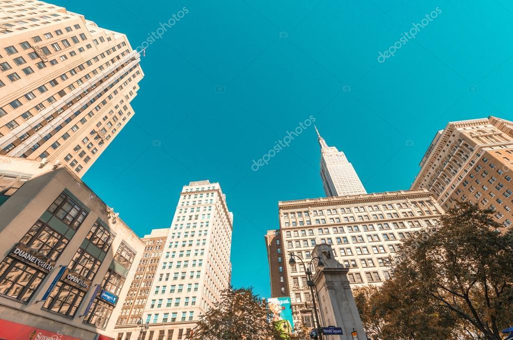 Empire State Building Und Die Straße Tag Uhrzeit Anzeigen
