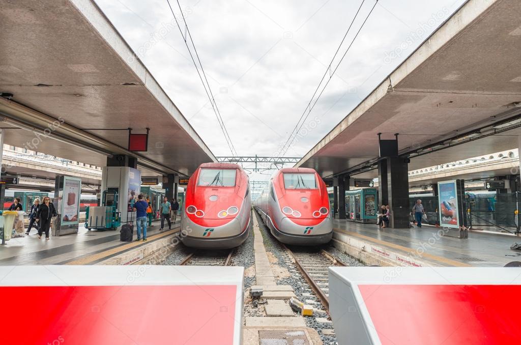 ROMA - 16 GIUGNO 2014: Stazione Termini e treni moderni fr ...
