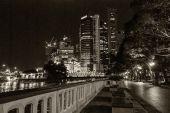 Panoráma Singapuru v černé a bílé
