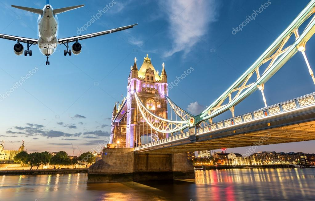 avi n aterrizando en londres foto editorial de stock jovannig 82140054. Black Bedroom Furniture Sets. Home Design Ideas
