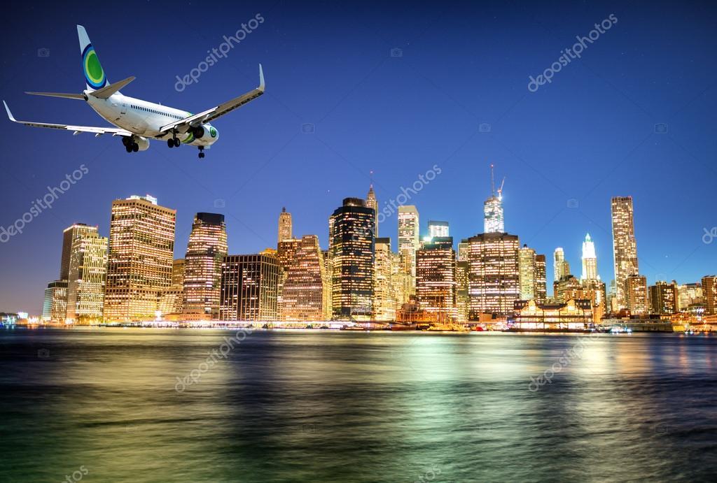 Letadlo přistání v New Yorku v noci