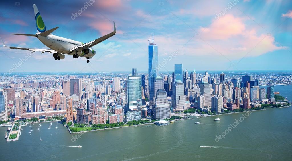 Постер самолет пассажирский над нью йорком