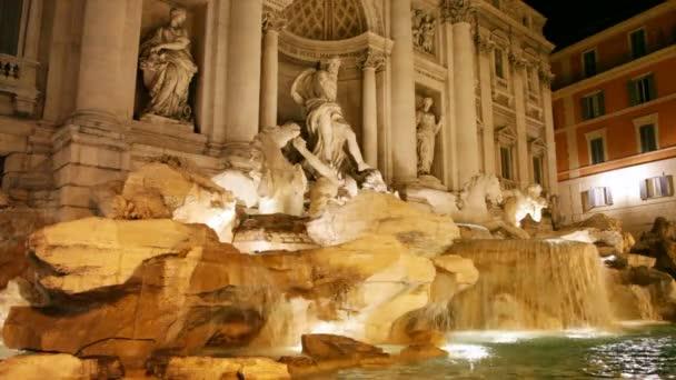 Trevi fontána v noci