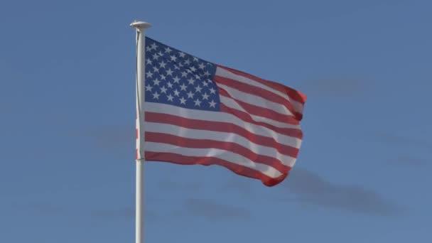 Vlajka USA plovoucí na pólu vlajku