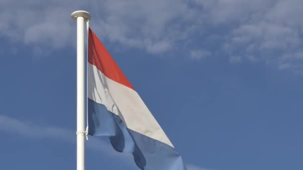 Vlajka Nizozemska plovoucí na pólu vlajku