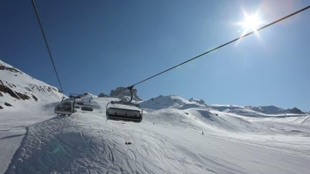 Lanovky v lyžařském areálu