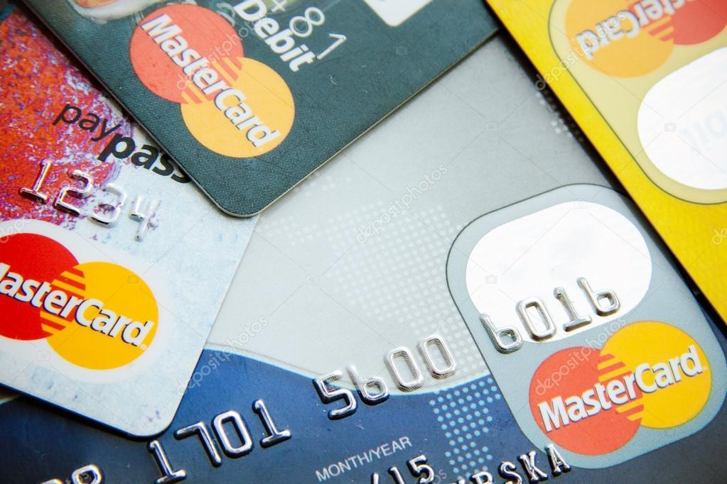 Foto perto de cartões de crédito Visa e Mastercard — Fotografia de