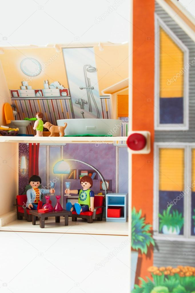 Plastic doll house with a doll family inside — Stock Photo