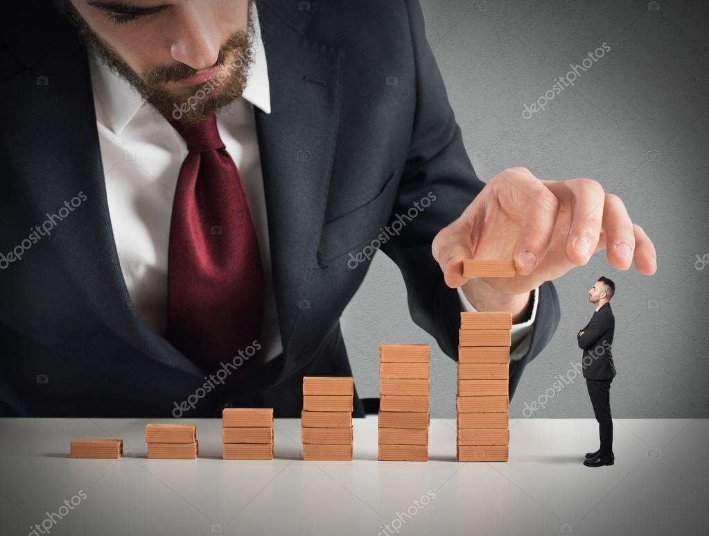 Zakenman een trap bouwen stockfoto alphaspirit 116613488 for Trap bouwen