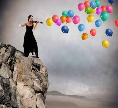 Solo violinist with balloon