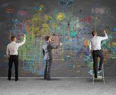 Geschäftsteam zeichnet ein neues Projekt