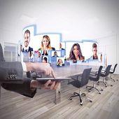 Geschäftsteam spricht in Videokonferenz