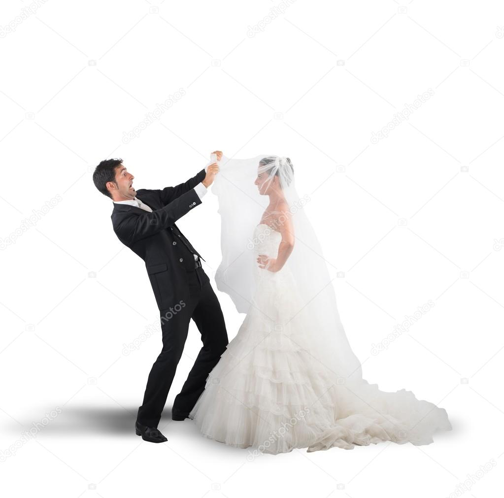 Жена Задирает На Улице Платье В Закутке