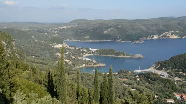 Blick auf eine Bucht in Herzform und Strand, Korfu, Griechenland