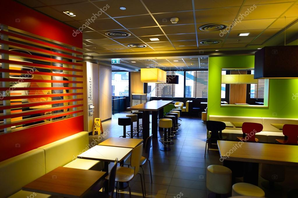 Mcdonald 39 s restaurant interieur redactionele stockfoto teamtime 107058816 - Decoration interieur de restaurant ...