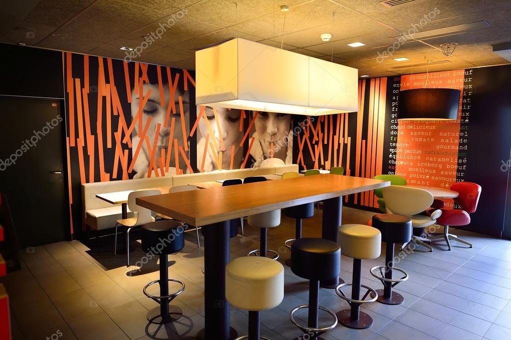 McDonald\'s restaurant interieur – Redactionele stockfoto © teamtime ...