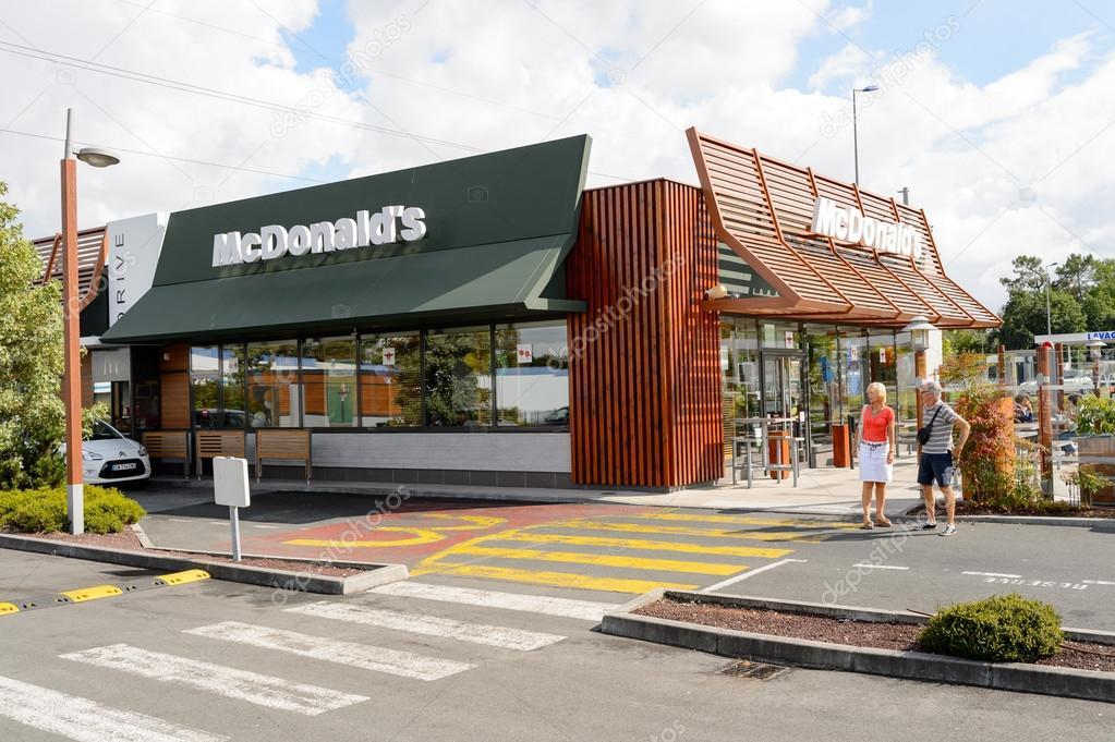 Esterno del ristorante mcdonald foto editoriale stock for L esterno del ristorante sinonimo