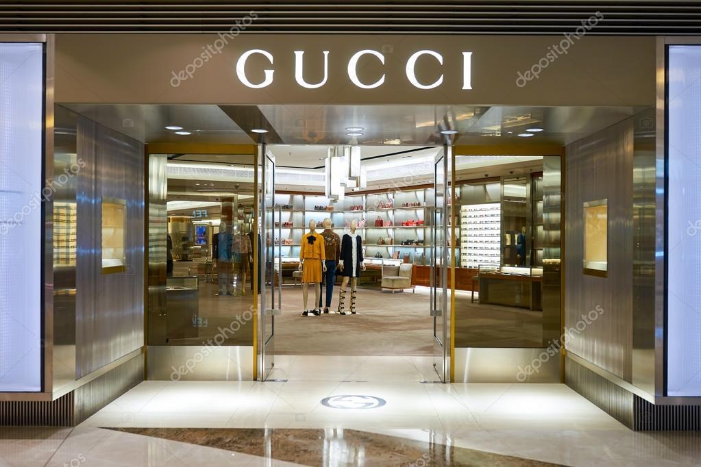 fdefbf6c55f93 shopwindow da loja Gucci — Fotografia de Stock Editorial © teamtime ...
