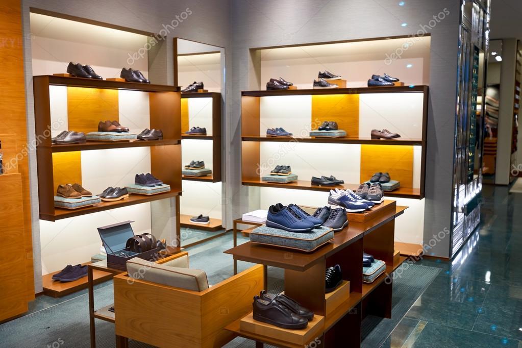 Hong Kong - 27 gennaio 2016  All interno del negozio Ermenegildo Zegna. Ermenegildo  Zegna è una casa di moda di lusso italiano che rende uomo abbigliamento ... 11536c17eca