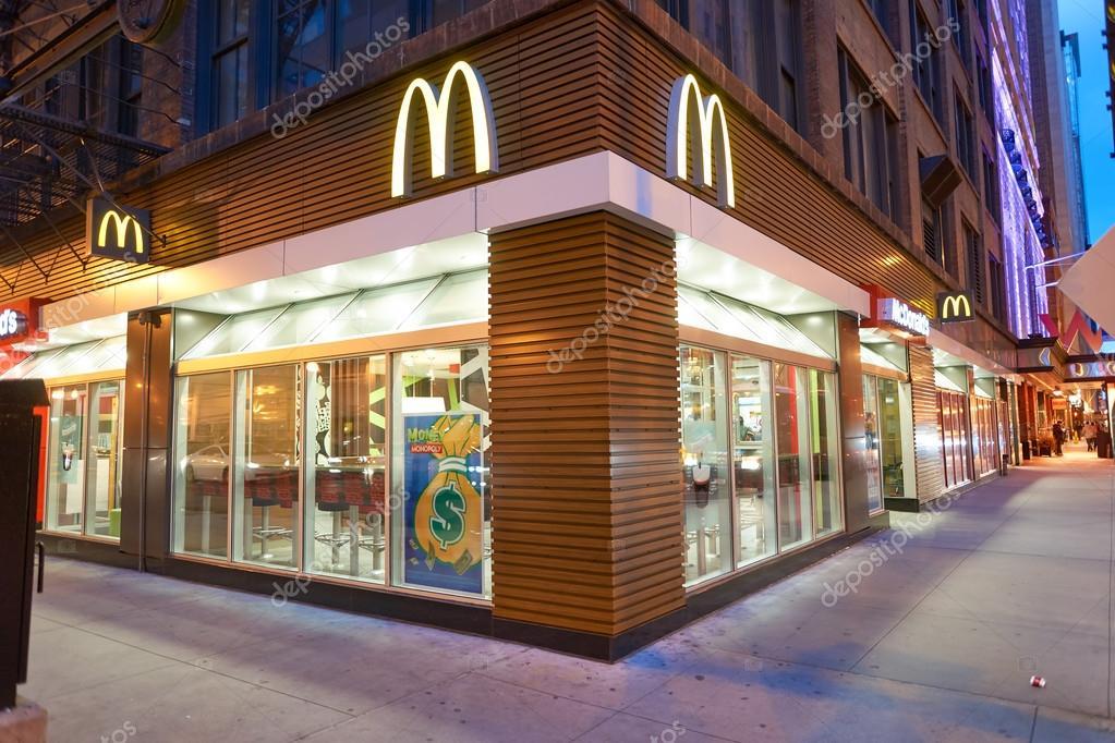 Gevel van mcdonald 39 s restaurant redactionele stockfoto for Planos de restaurantes modernos