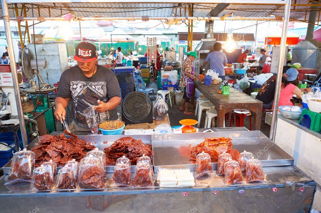 Street market in Pattaya — Stock Photo