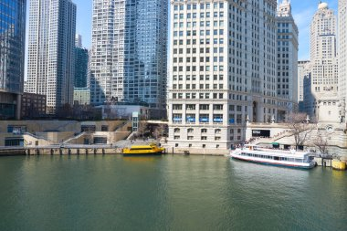 Chicago River in the daytime.