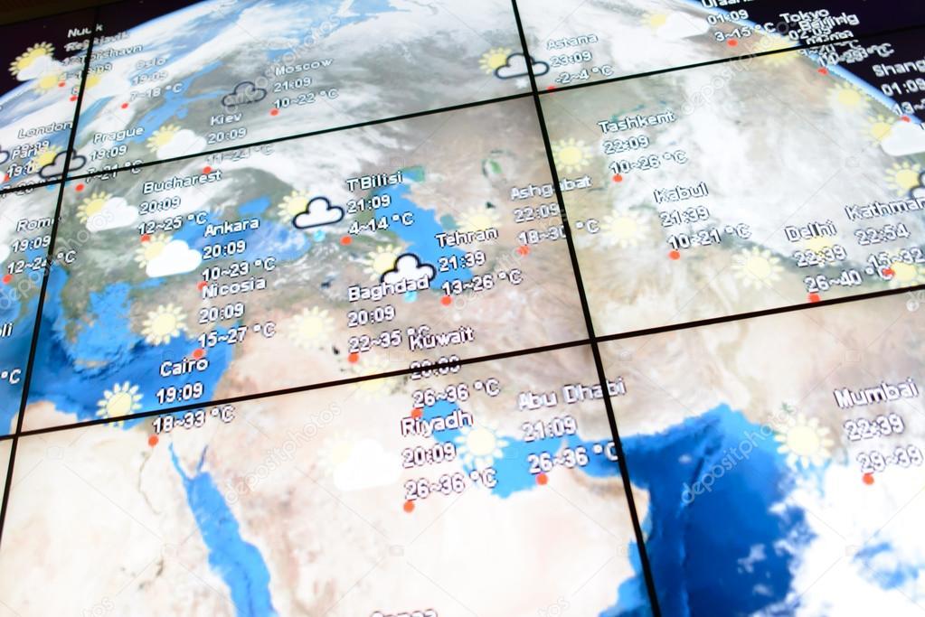 Pantalla con mapa del mundo en aeropuerto foto editorial de stock kuala lumpur april 23 world map on screen on april 23 2014 in kuala lumpur malaysia kuala lumpur international airport klia is malaysias main gumiabroncs Images