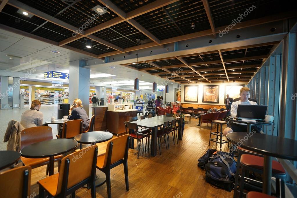 Starbucks Cafe innen — Redaktionelles Stockfoto © teamtime #63286849