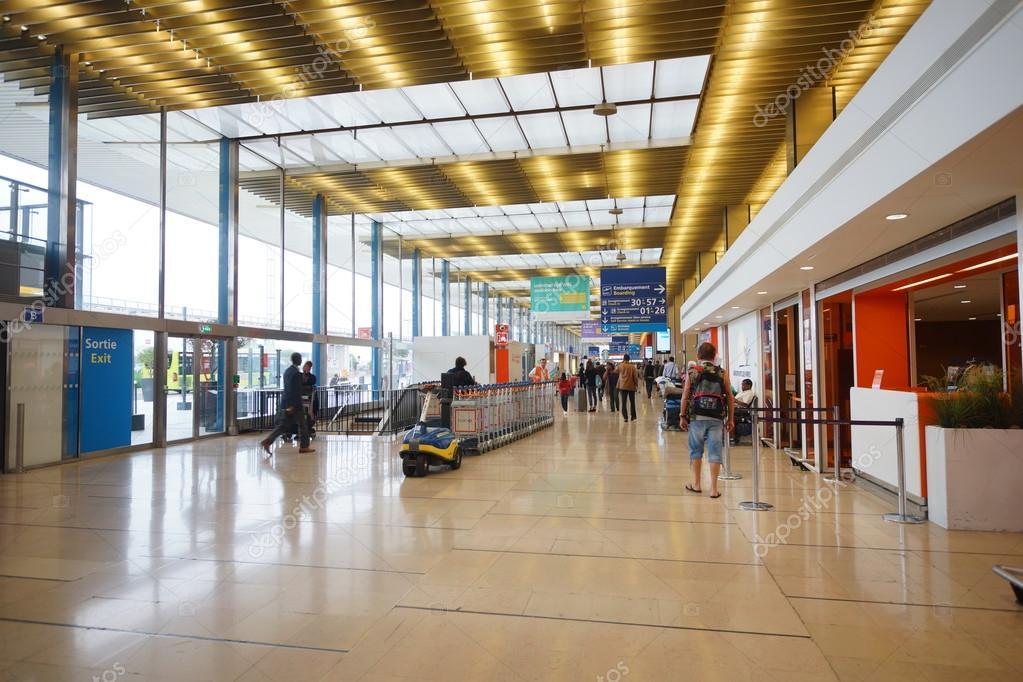 Aeroporto Orly Paris : Interiore dell aeroporto di orly parigi — foto editoriale