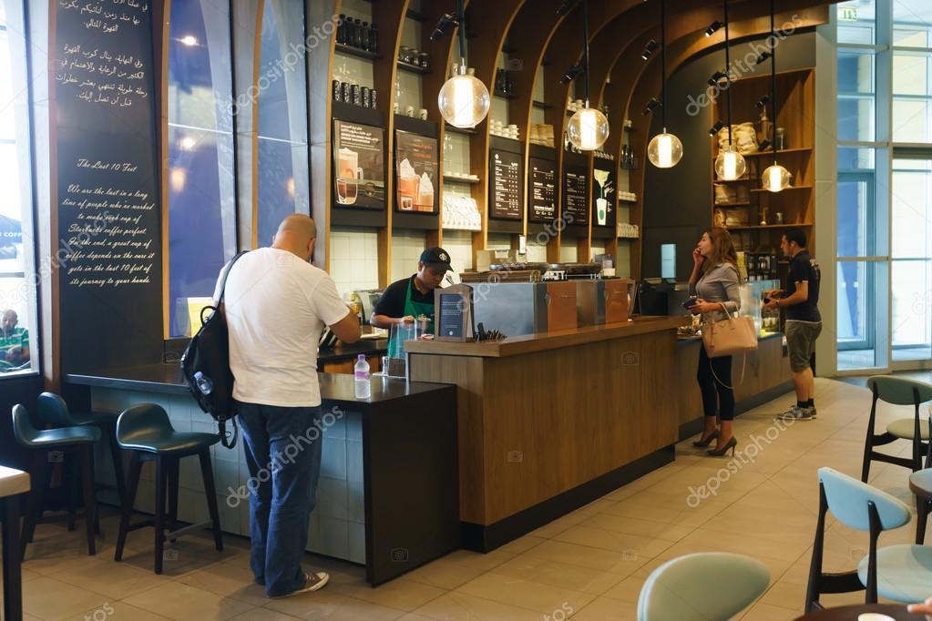 Starbucks Cafe innen — Redaktionelles Stockfoto © teamtime #68697955