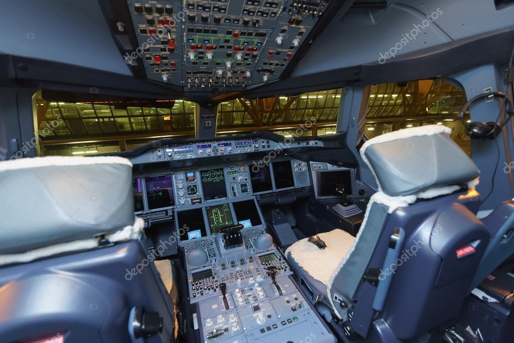 Interior De Cabina De Avi N De Airbus A380 De Emirates