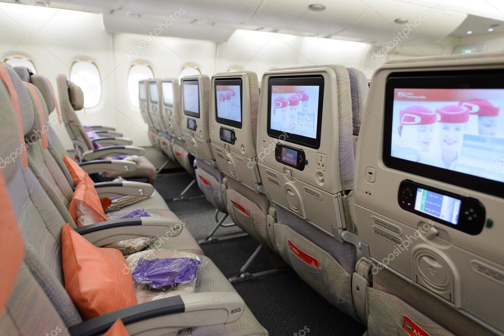 hong kong 9 mars 2015 intrieur de lairbus a380 emirates gre la majeure partie des mouvements de trafic et des avions de passagers laroport