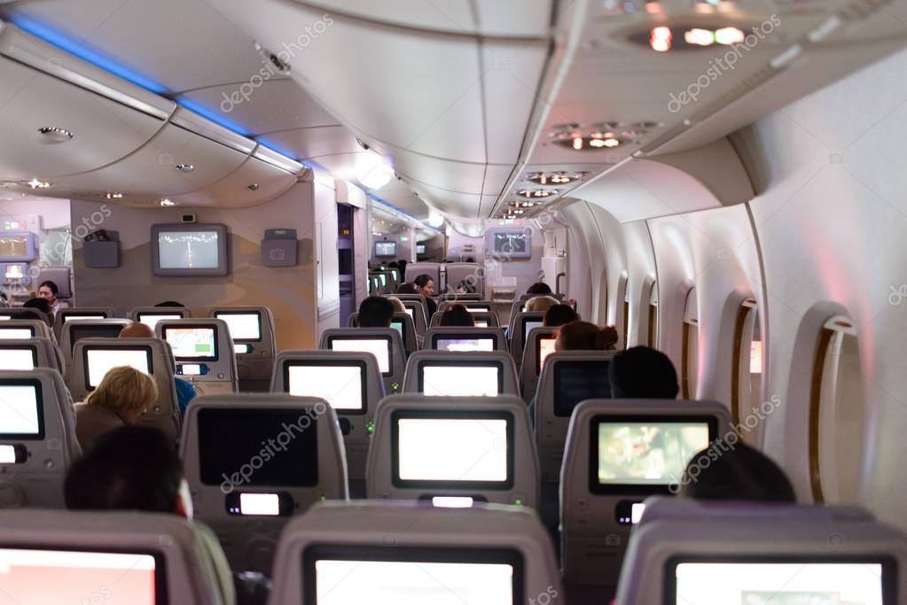 duba mirats arabes unis 18 avril 2014 emirates airbus a380 intrieur pendant la nuit emirates gre la majeure partie des mouvements de trafic et des
