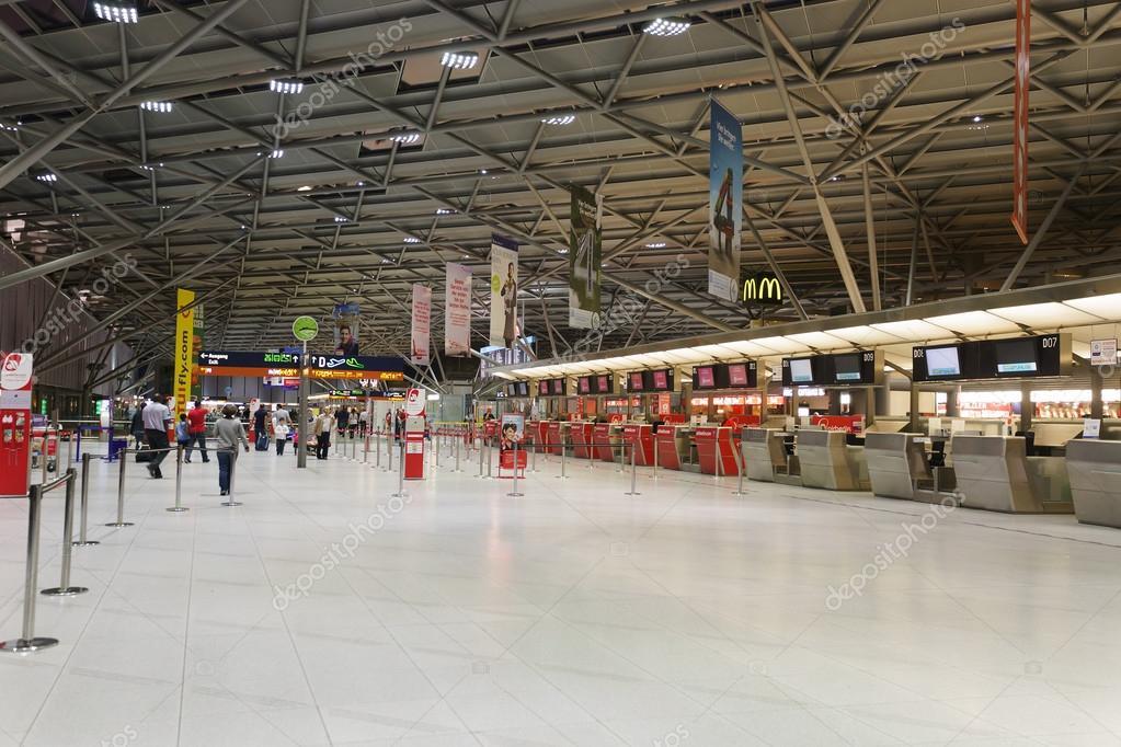 luchthaven van keulen bonn interieur stockfoto