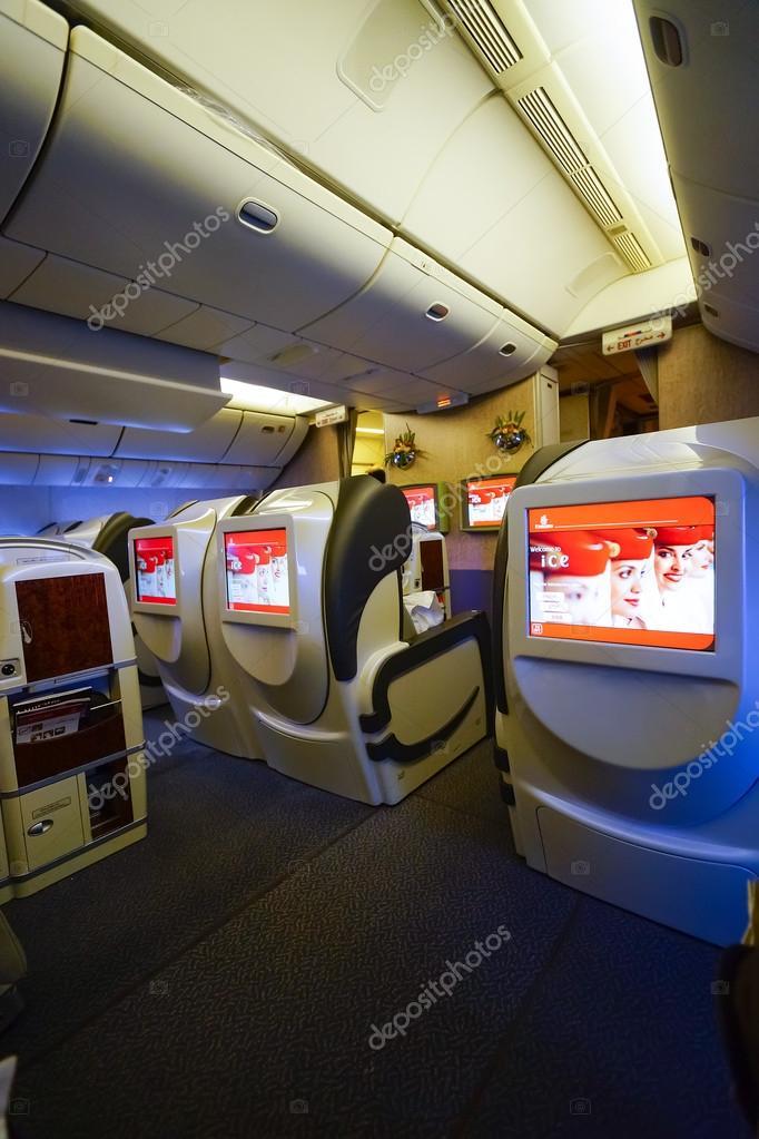 erstklassiges Interieur der Boeing-777 — Redaktionelles Stockfoto ...