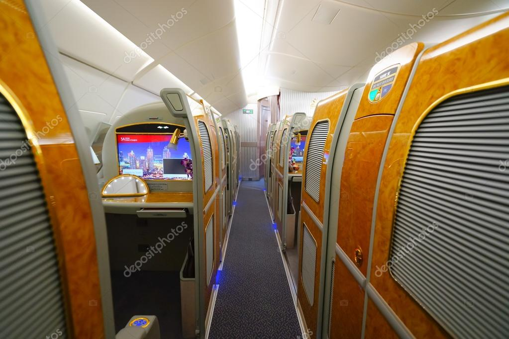 Emirates a380 airbus dentro fotografia de stock for Interieur airbus a380