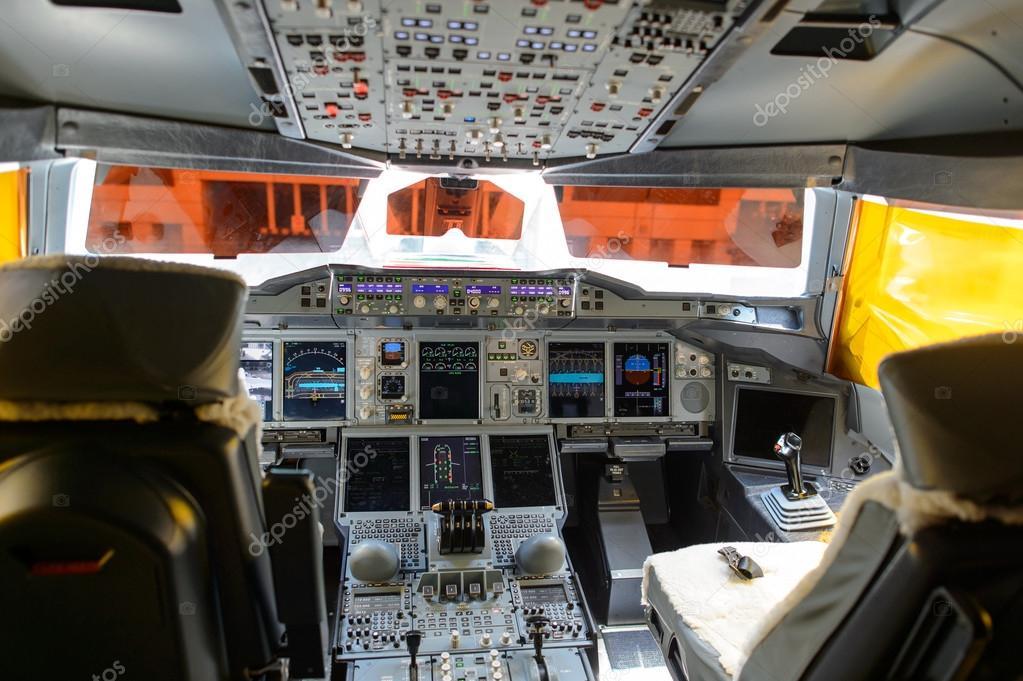 Int rieur du poste de pilotage de emirates a380 800 for Interieur airbus a380