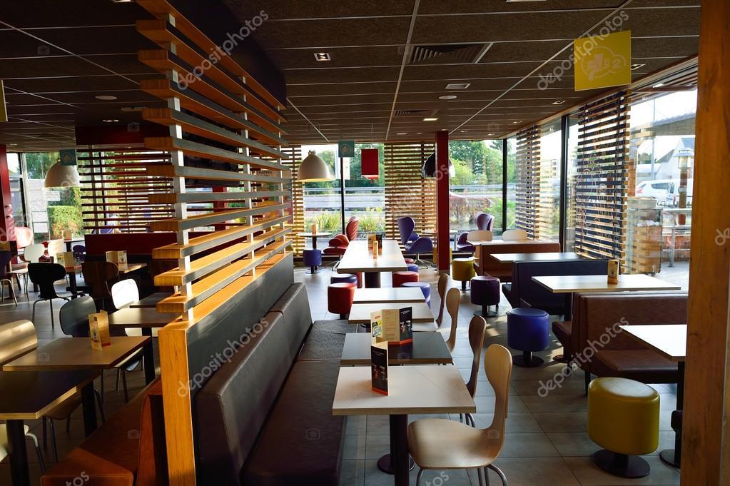 Int rieur du restaurant mcdonald photo ditoriale 98816960 for Interieur restaurant