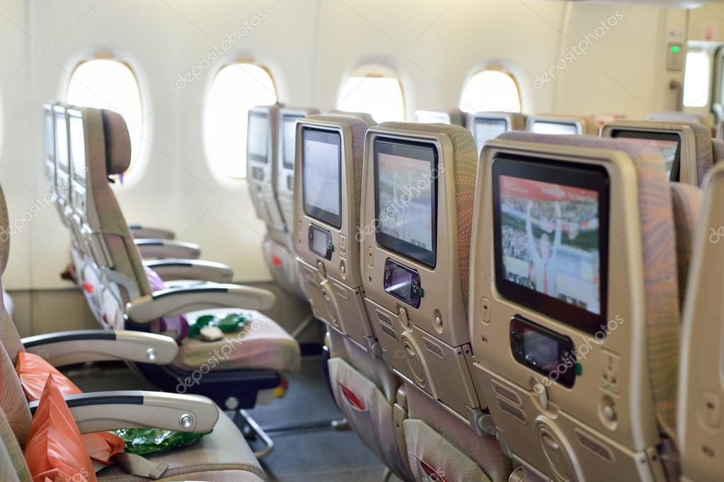 Int rieur de l 39 avion airbus a380 emirates photo for Interieur avion