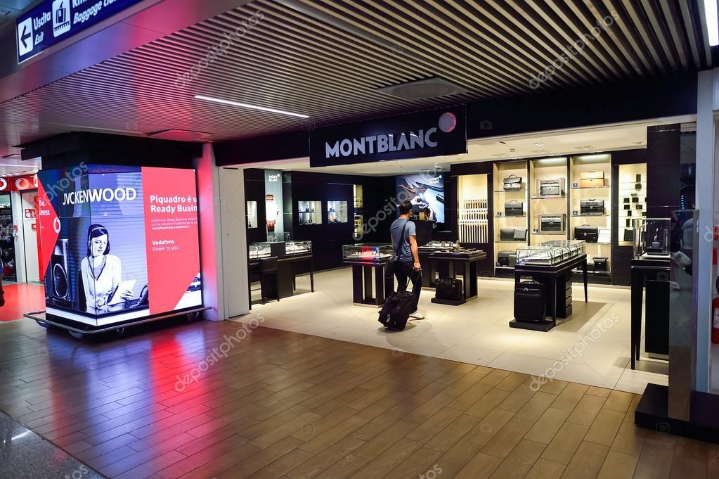 4a2573e22 Shop interior in Airport – Stock Editorial Photo © teamtime #98819544