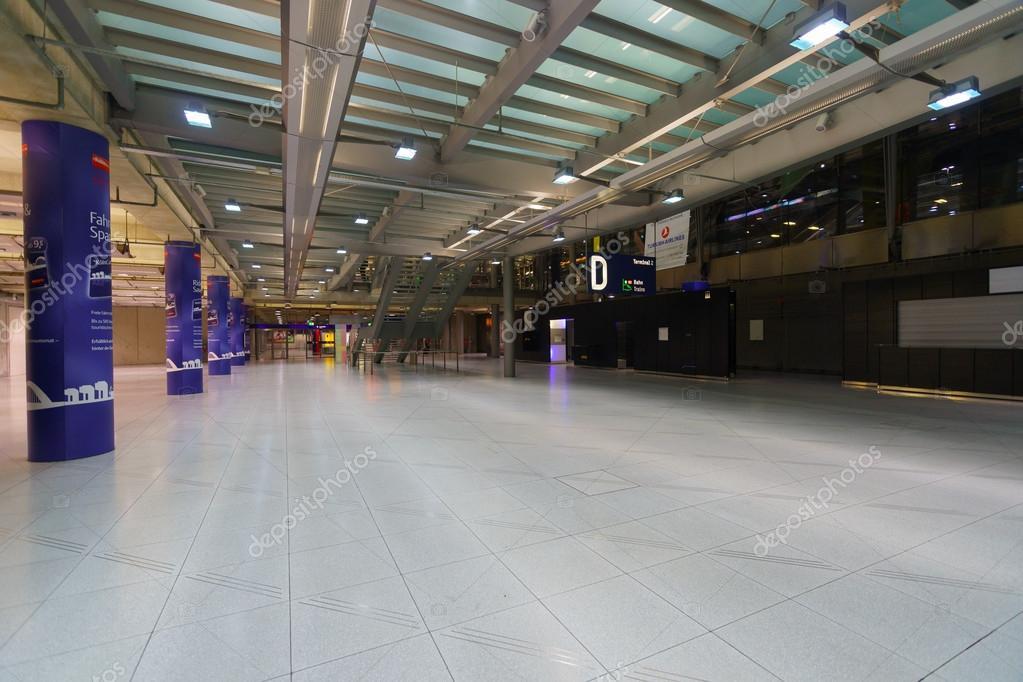 interieur van keulen bonn airport stockfoto