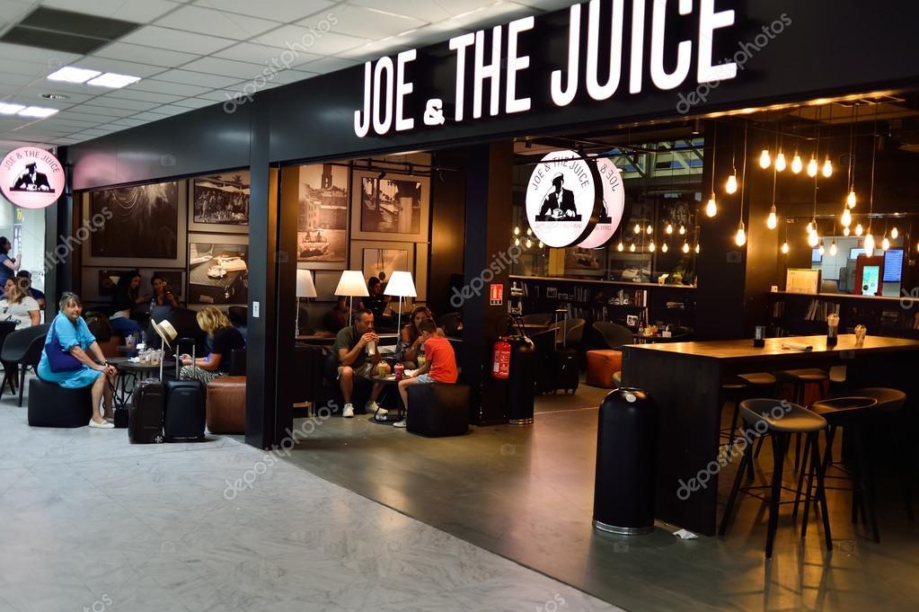 Flughafen-Café Interieur in Nizza — Redaktionelles Stockfoto ...