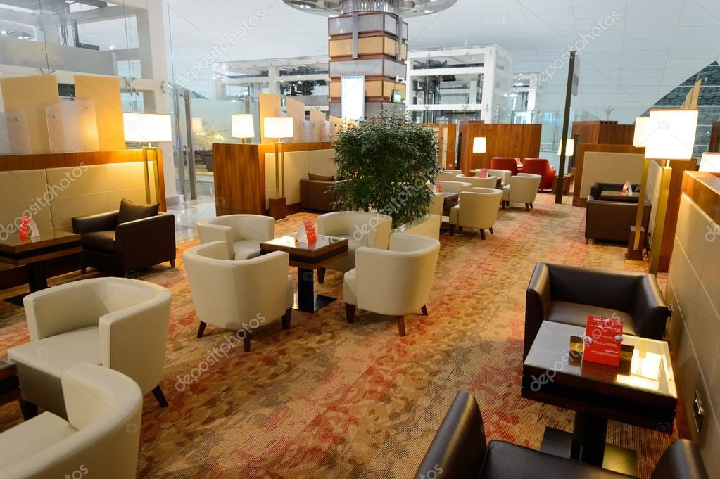 Interieur Midden Oosten : Emiraten business class lounge interieur u redactionele stockfoto