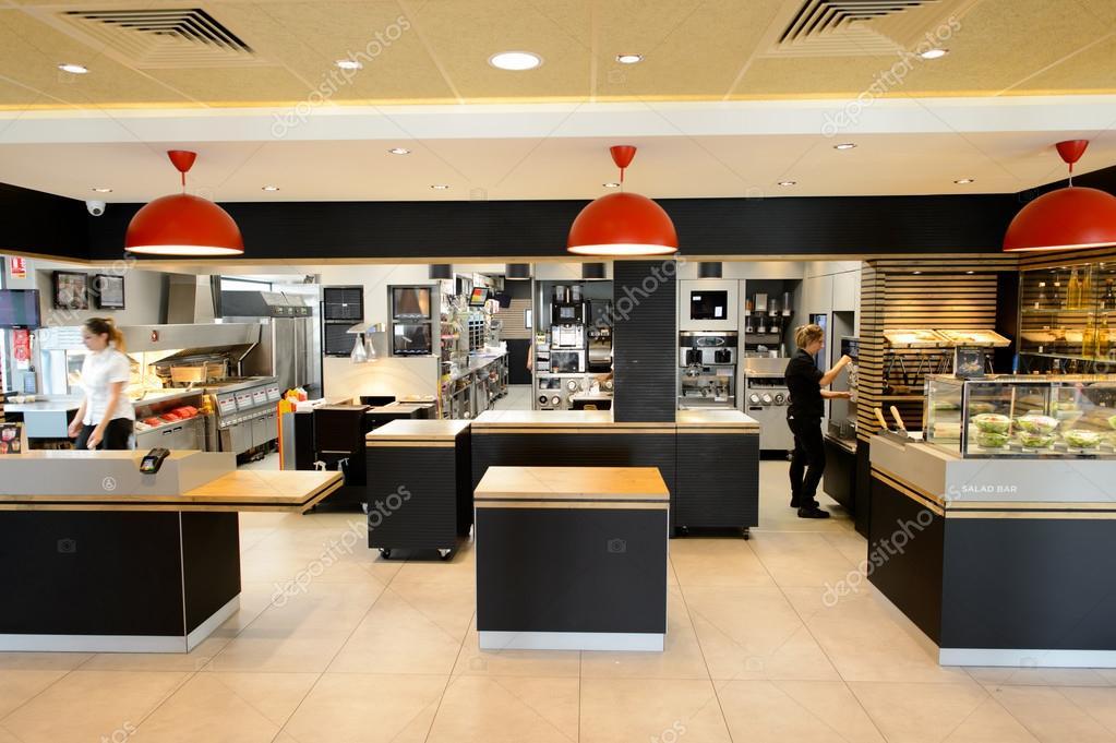 Int rieur du restaurant mcdonald photo ditoriale 98827700 for Interieur restaurant
