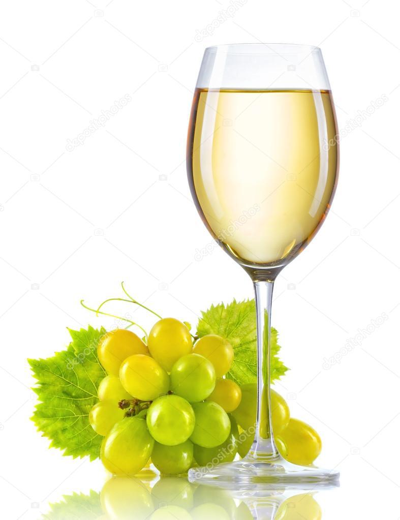 copo de vinho branco e um cacho de uvas maduras isoladas fotografias de stock  u00a9 alphacell clipart wine glass and steak clipart wine glass with ring in