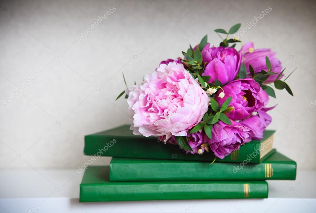 Hochzeitsstrauss Von Einer Rosa Pfingstrosen Tulpen Und Lilien Die